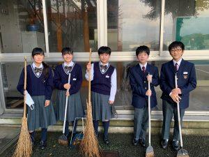 落ち葉掃除中学1年①